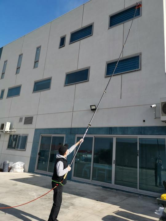exterior window cleaning picture